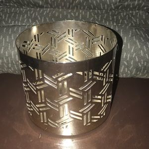 illume Accents - Illume silver color candle holder like new